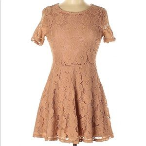 Forever 21 Tan Lace Dress M